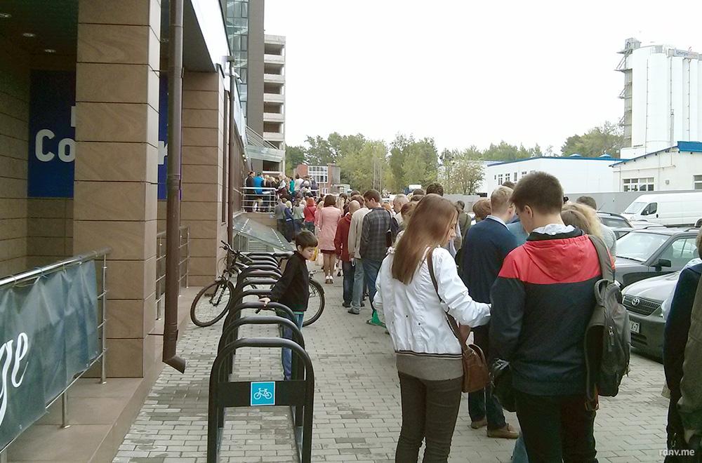 Очередь в визовый центр в Минске