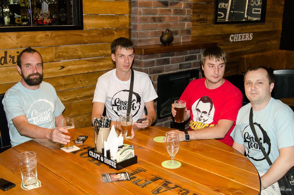 Найдите на фото трёх пивоваров Brew Team :)