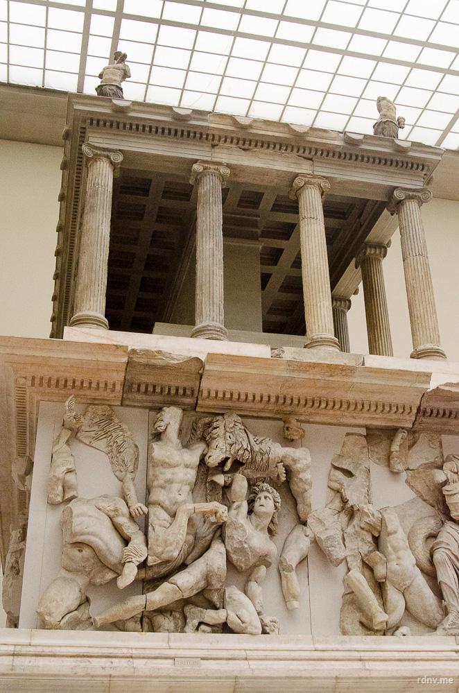 Пергамский алтарь в Пергамском музее Берлина