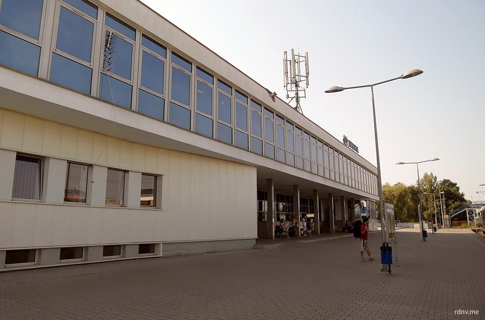 Железнодорожный вокзал в Тересполе. После пограничного контроля вам нужно идти именно сюда