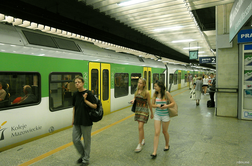 Warszawa Śródmieście — подземный вокзал пригородных поездов в самом центре города