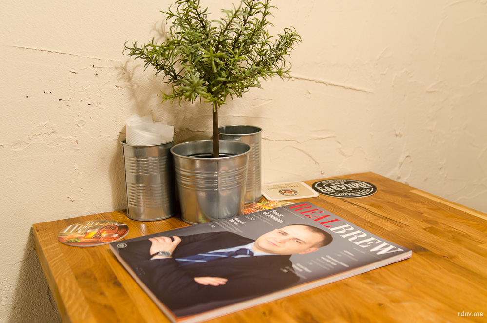 Отличный журнал о пивной индустрии Real Brew, который можно полистать за бокалом вкусного и полезного крафта