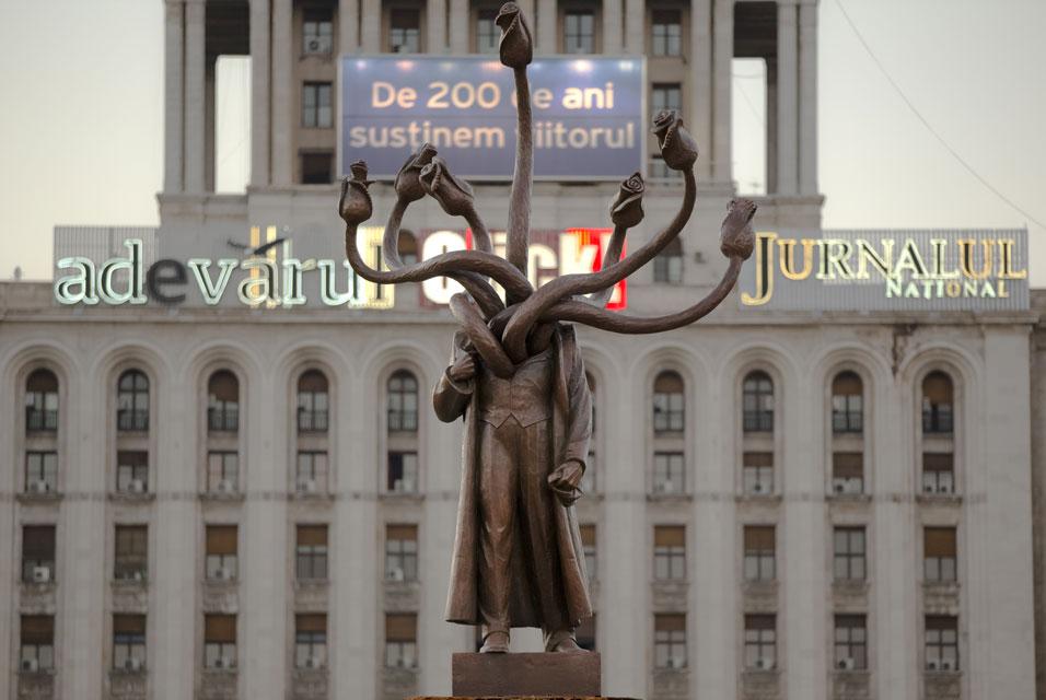 Гидра в Бухаресте — бывший памятник Ленину. Фото: hungeree.com