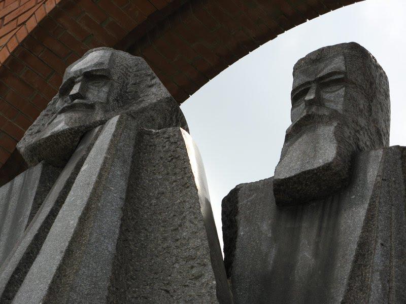 Памятник Марксу и Энгельсу в Будапеште. Фото: Andy Sz