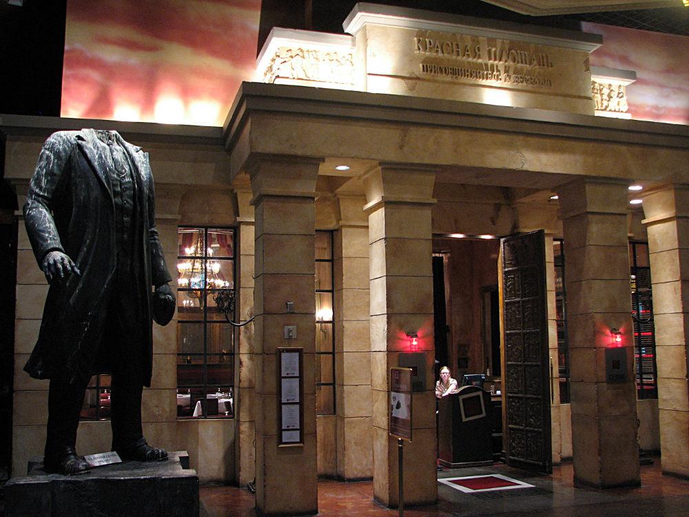Ленин в Лас-Вегасе у ресторана Red Square. Фото: BeautifulFlying