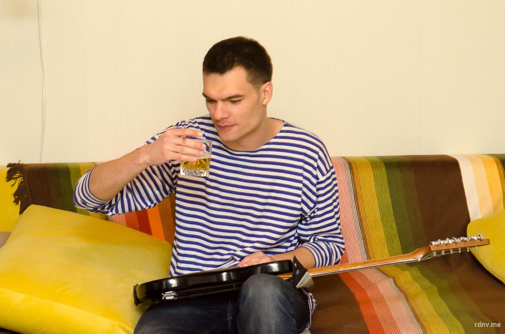Александр, который называет себя тунеядцем, пьёт очень редко и выбирает лёгкие тёмные сорта