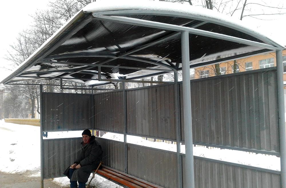 Можно ли на такой остановке укрыться от дождя и снега? Фото: Alternativa