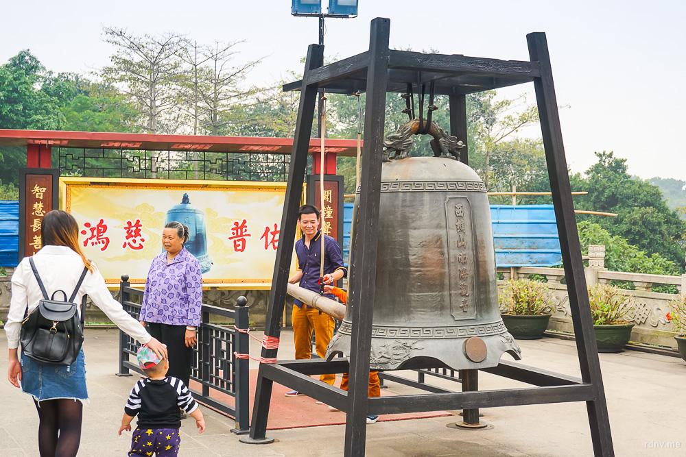 Статуя Гуаньинь на горе Сицзяо