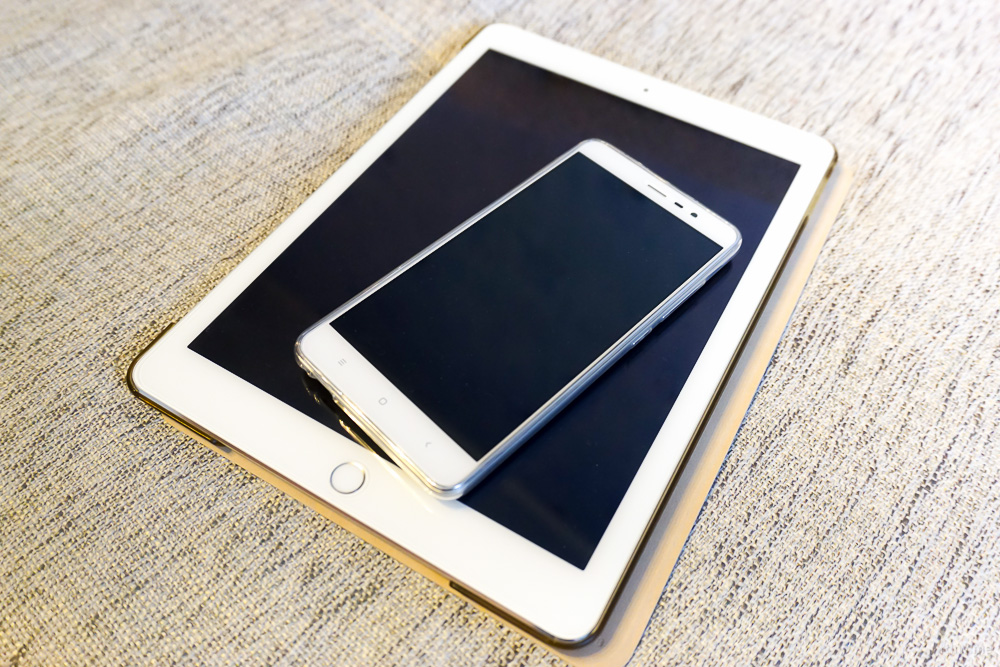 iPad Air 2 и Xiaomi Redmi Note 3 вместе выглядят весьма органично :)