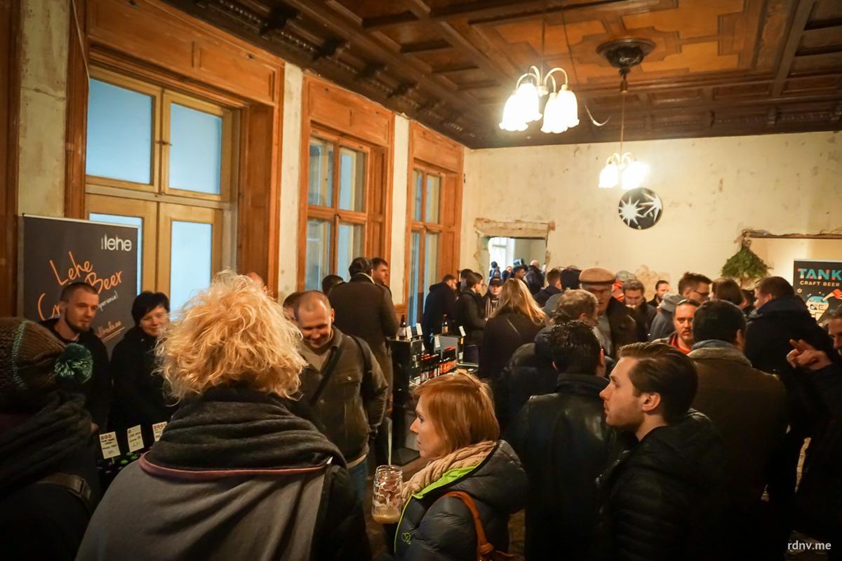 Места внутри виллы довольно мало, но все посетители поместились