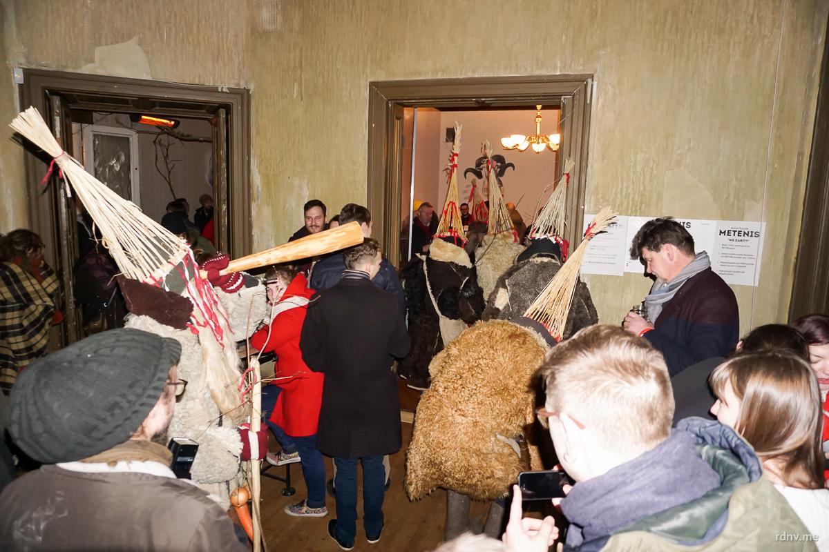 Гостей фестиваля забавляли фольклорные коллективы. Всё-таки фест посвящён Масленице.