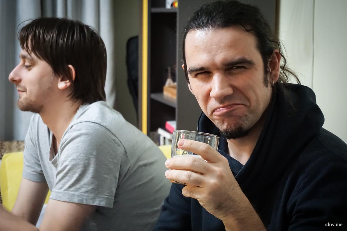 Два Сергея: слева картограф, придерживающийся принципа «пиво всякое люблю, пиво всякое ценю», справа — музыкант и копирайтер, любящий стауты, особенно Guinness