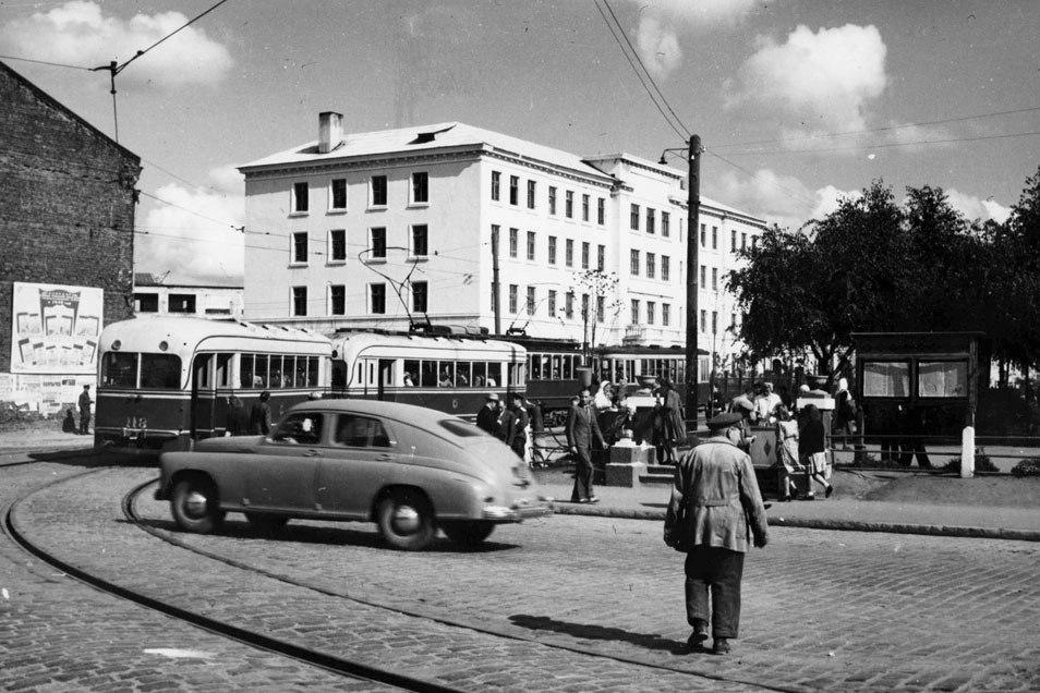 Ещё одно фото 1950-го. Район пересечения Бобруйской и Московской. Транспортное пиршество!