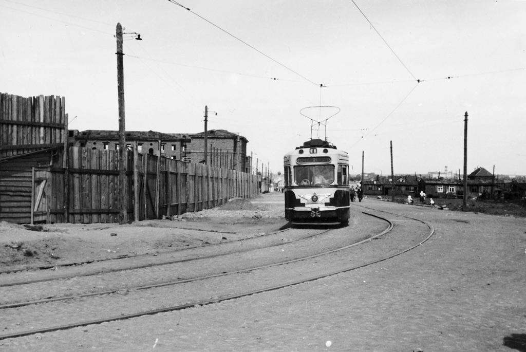 Ульяновская улица, район железнодорожного вокзала, на заднем плане справа видна ТЭЦ-2. Фото из Кинофотоархива РБ, 1950-й год