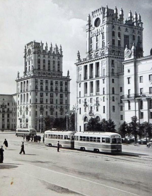 1954-й, один из самых ярких символов Минска уже построен. Фото Госиздата БССР, сборник «Па роднай Беларусі»