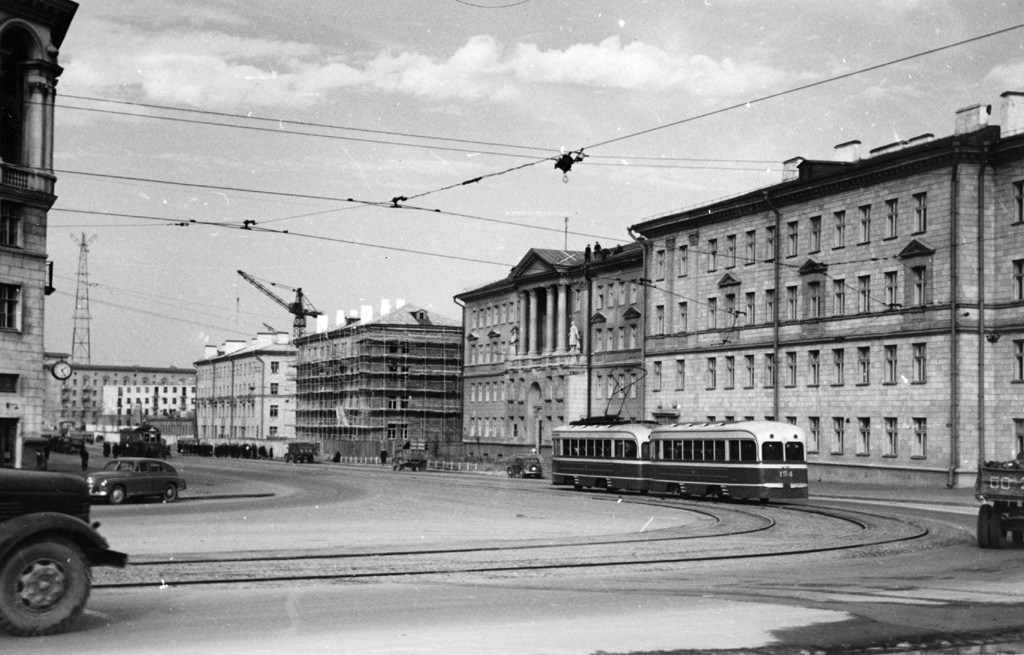 1957, Галантерейная улица, ныне улица Змитрока Бядули. Фото из Кинофотоархива Беларуси.