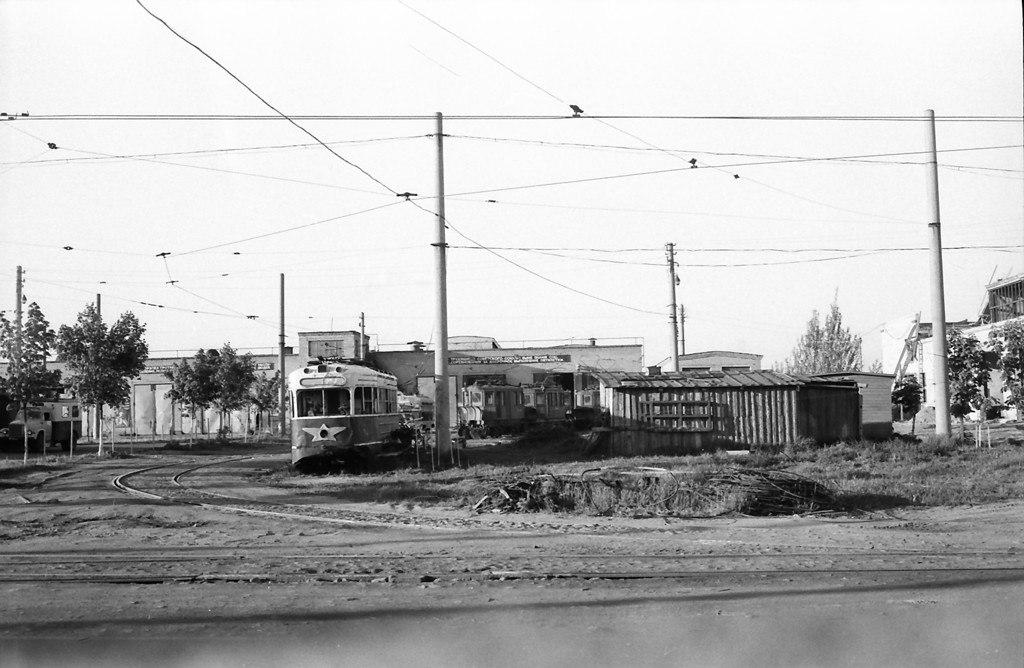 Трамвайный парк на улице Ботанической. Он открылся в 1967 году. Фото 1974 года